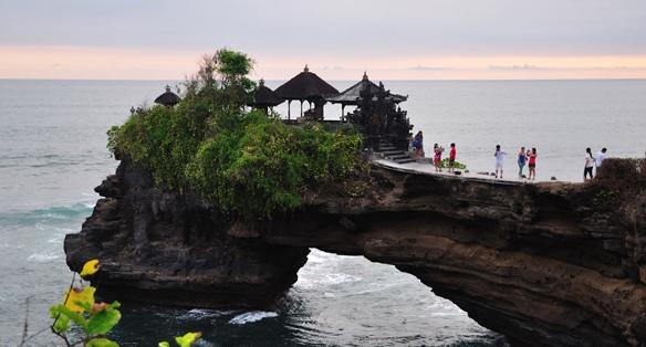 Batu-bolong-temple-Lombok